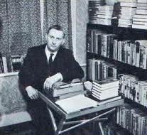Basil Copper (født 1924) i arbejdsværelset