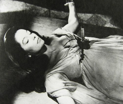 Staget Barbara Shelley i Dracula: Prince of Darkness. Hammer 1965