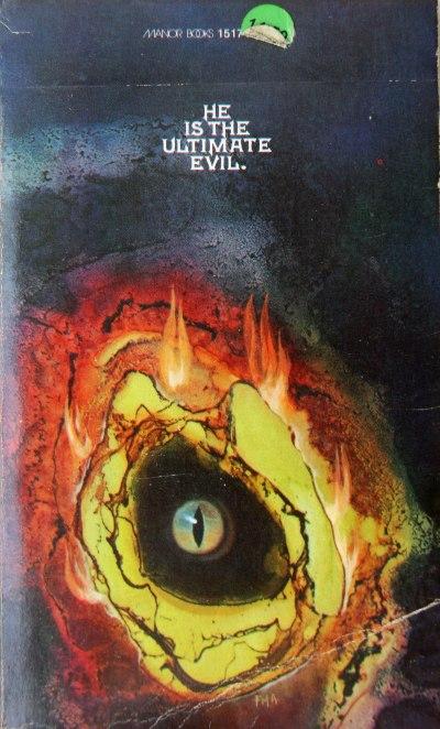 Paperback, Manor Books 1975. Den ganske stemningsfulde forside er malet af Tony Destefano