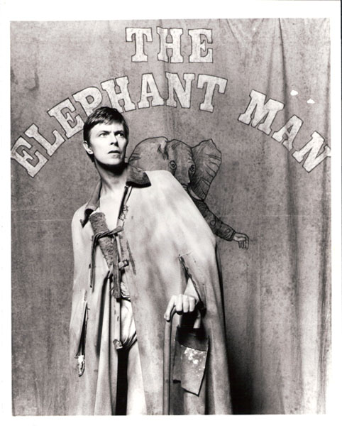 "David Bowier i rollen som ""elefantmanden"" Joseph Merrick i 1980"