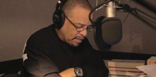Ice T læser højt