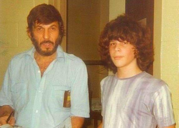 En ung Nikolas og Leonart Nimoy , Atlanta 1974