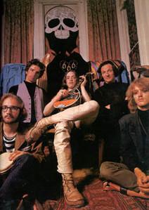 The Magick Powerhouse of Oz med Bobby Beausoleil i midten. Bemærk hjertet med indskriften 666. En kæk lille detalje!