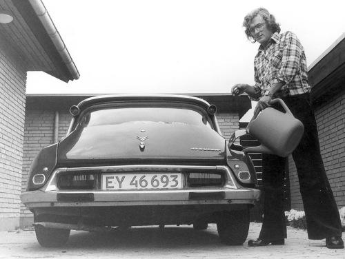 Bilen klargøres til Det Mystiske Danmark 1978
