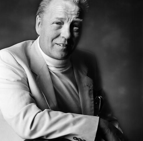 Brian Lumley (født 2. december 1937). Et bilede, der fortæller om en professionel forfatter med succes