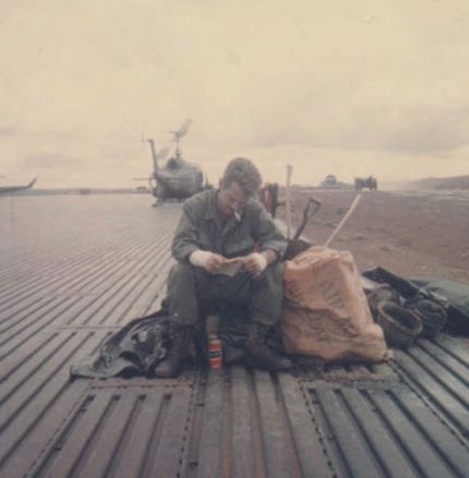 Joe Haldeman under militærtjeneste i Vietnam 1968