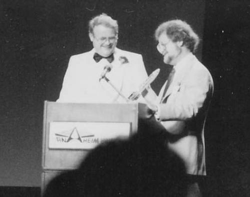 """Jerry Eugene Pournelle (født 7. august 1933) til venstre og Laurence """"Larry"""" van Cott Niven (født 30. april 1938) til højre. De to venner er her fotograferet i 1977"""