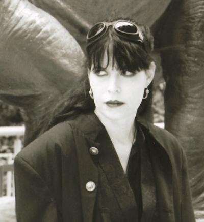 Caitlín Rebekah Kiernan (født 26. maj 1964)
